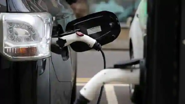 India: Govt considers installing EV charging kiosks at around 69,000 petrol pumps