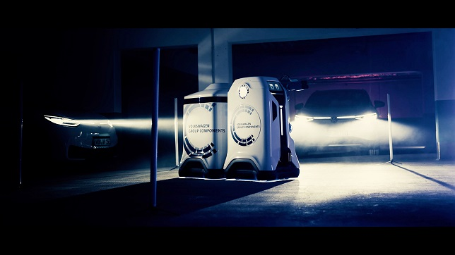 Initial contact: The mobile charging robot – Presenting a vision