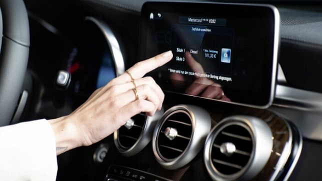 """Mercedes me """"Fuel & Pay"""" service enables contactless and convenient payment right at the pump"""