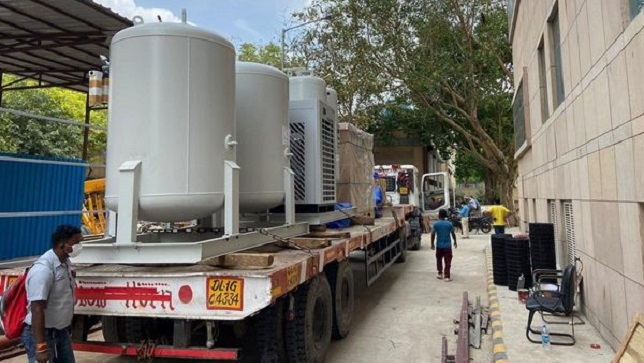 Oxygen Containers to get mandatory vehicle tracking devices: MoRTH