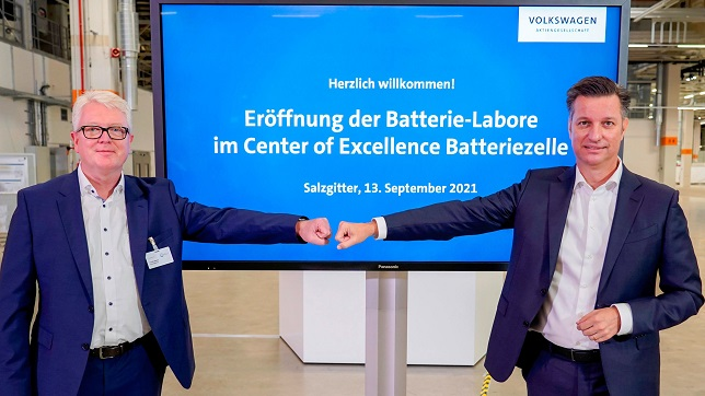 New battery laboratories: Volkswagen takes the next step towards developing and producing own battery cells